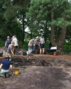 Barrow 4, ditches and pits – Daily Dig Diary #15